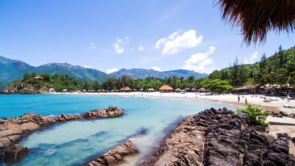 Biển Nhũ Tiên Diamond Bay Condotel Resort Nha Trang