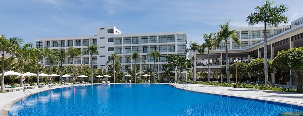 Hồ bơi Diamond Bay Condotel Resort Nha Trang